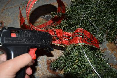 hanging-ribbon-glue