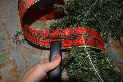 hanging-ribbon-staple